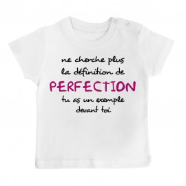 T-Shirt bébé La définition de PERFECTION ( version fille )