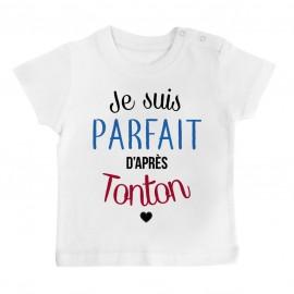 T-Shirt bébé Je suis parfait d'après tonton